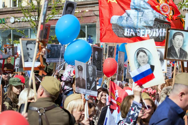 Nieśmiertelny pułk na Moskwa ulicie Tysiące marsz pamiętać wojny światowa 2 krewnych Demonstracja w Moskwa zdjęcia stock