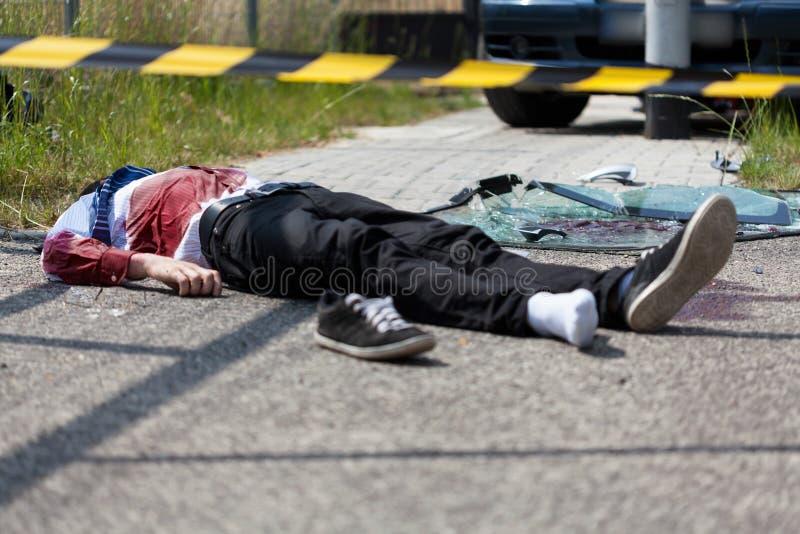 Nieżywa ofiara wypadku po kraksy samochodowej obrazy stock
