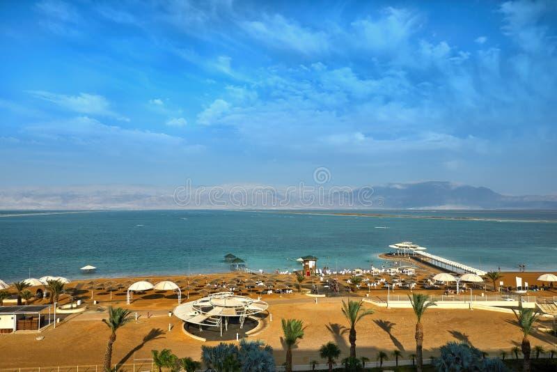 Nieżywy morze, jest słonym jeziorem graniczy Jordania północ zachód i Izrael, obraz royalty free