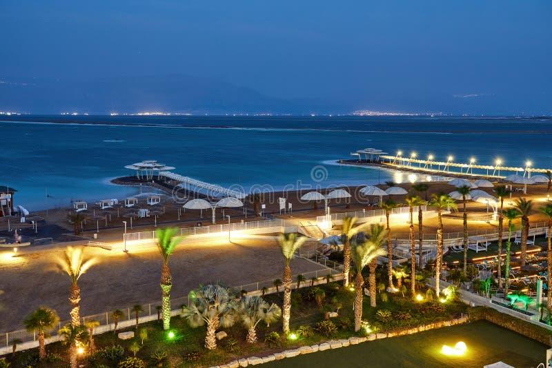 Nieżywy morze, jest słonym jeziorem graniczy Jordania północ zachód i Izrael, obrazy royalty free