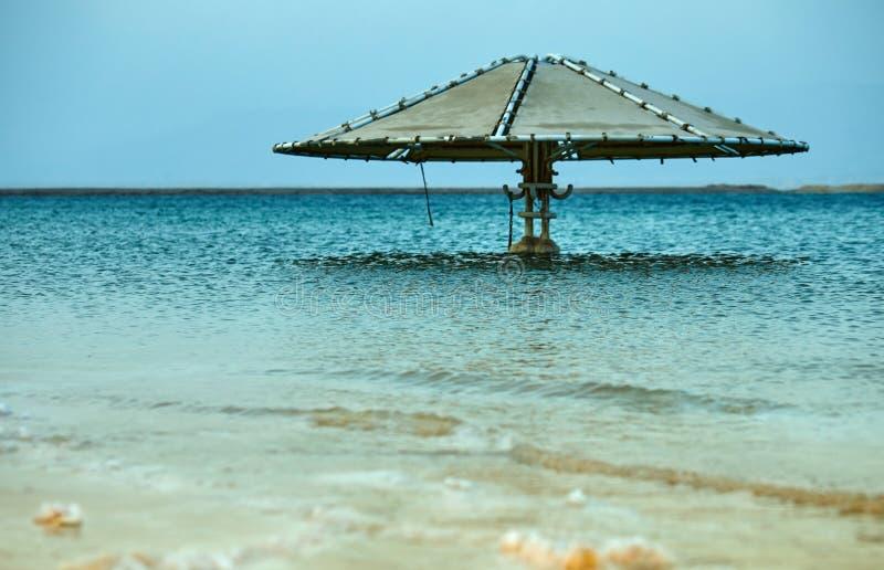 Nieżywy morze, jest słonym jeziorem graniczy Jordania północ zachód i Izrael, zdjęcie royalty free