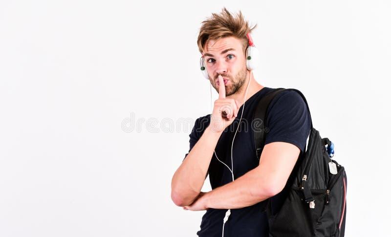 nie przeszkadza? Nowa technologia w nowoczesnym ?yciu seksowny mięśniowy mężczyzna słucha muzykę mężczyzna słucha nową piosenkę o zdjęcie stock