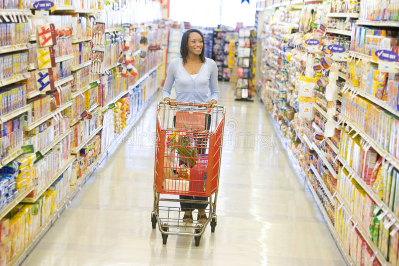 nie wzdłuż wciskać supermarket tramwaju kobiety obrazy stock