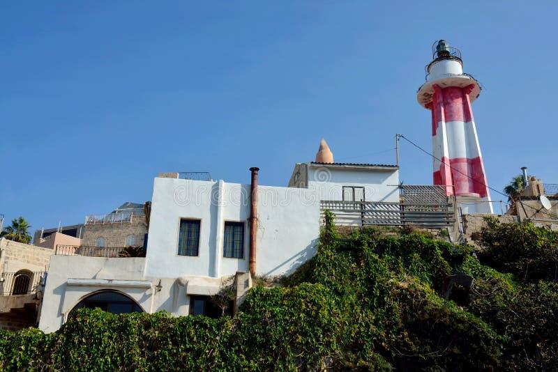 Nieaktywna czerwieni i białej pasiasta latarnia morska w Starym Yaffo porcie Jaffa, Yafo, Tel Aviv, Izrael, Środkowy Wschód obrazy stock