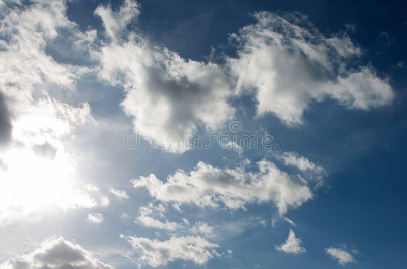 nieba chmurnego słońce obraz stock