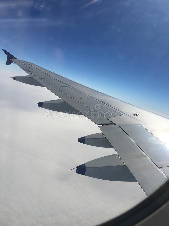 Nieba powietrze nad w górę błękitnego kryjówki n aport fotografia royalty free