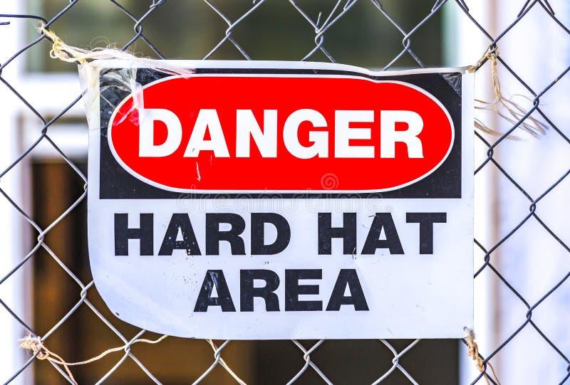Niebezpieczeństwo ciężkiego kapeluszu teren w budowy strefie zdjęcia royalty free