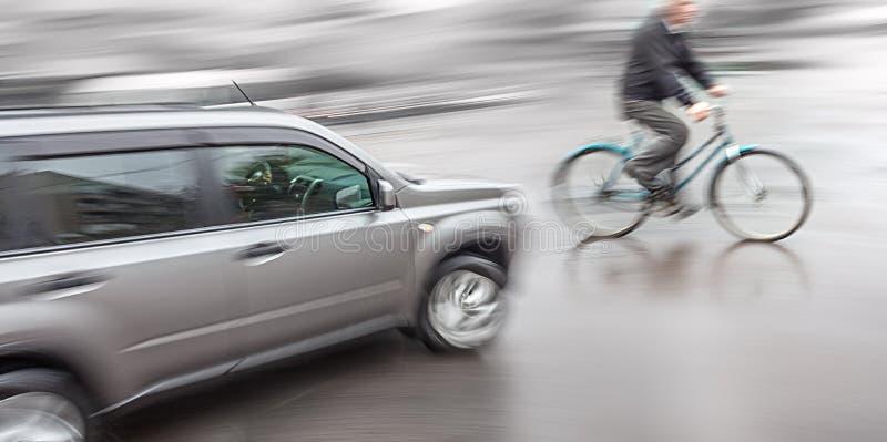 Niebezpieczna miasto ruchu drogowego sytuacja obraz royalty free