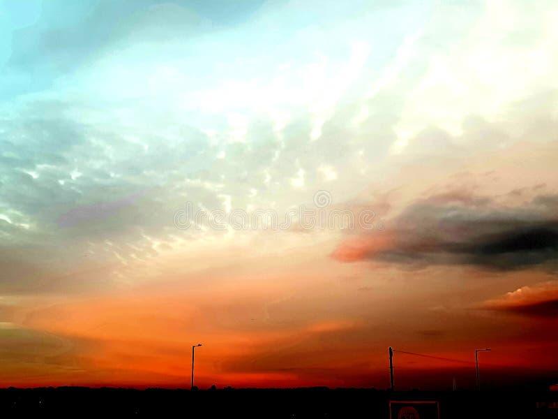 niebezpiecznej zachwyta ranku nocy s ?eglarza nieba czerwony ostrze?enie zdjęcie stock