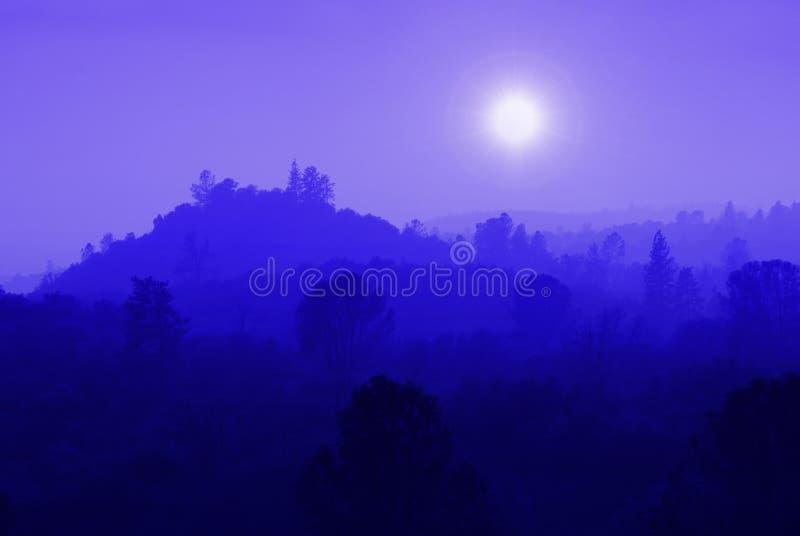 niebieska mgła góry zdjęcia royalty free