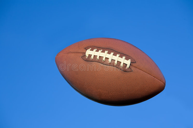 niebieski ścinku amerykański futbol drogi do nieba zdjęcie royalty free