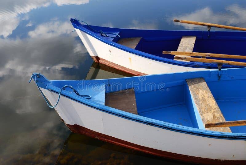 niebieski bo mały biały drewna obrazy stock