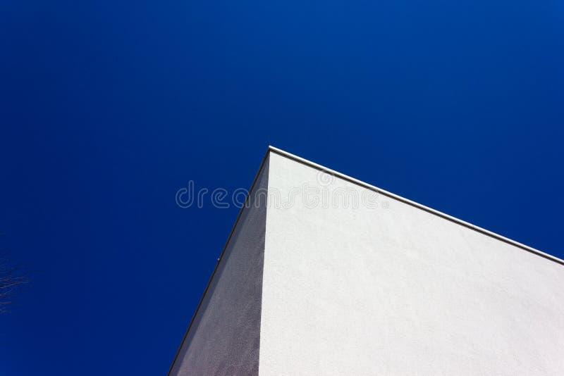 niebieski budynku biura najnowocze?niejsze niebo zdjęcie stock