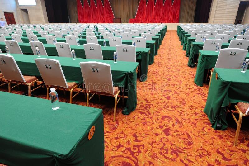 niebieski krzesło sali konferencyjnej stołu drewna obrazy royalty free