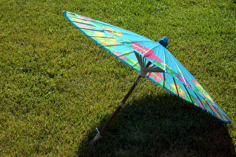 niebieski papieru parasolkę fotografia stock