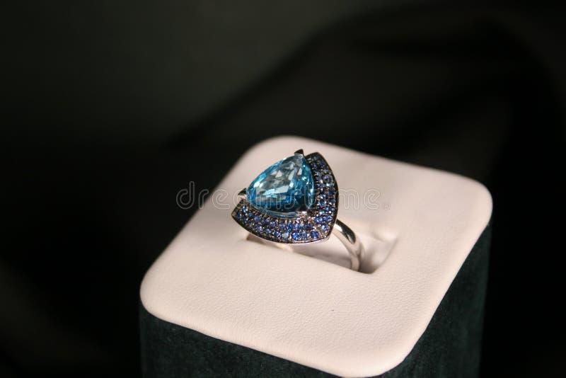 niebieski pierścionek obraz royalty free