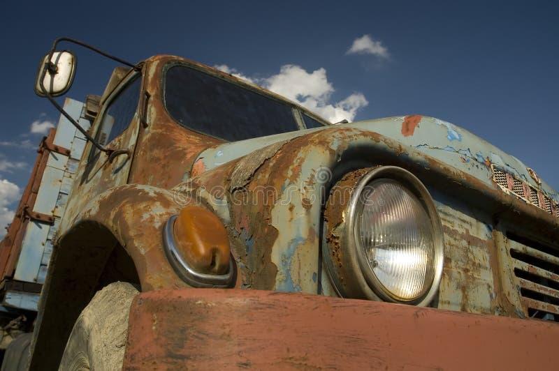 niebieski samochód fasonujący stary zdjęcia royalty free