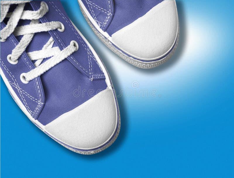 niebieskie buty tenisa fotografia stock