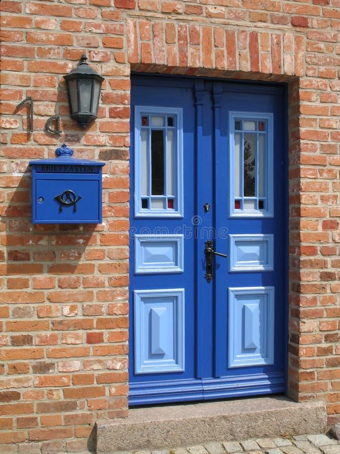 niebieskie drzwi obraz stock
