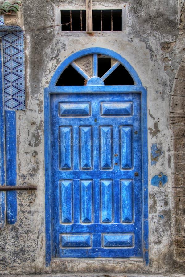 Download Niebieskie drzwi zdjęcie stock. Obraz złożonej z drzwi - 41950038