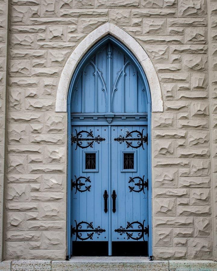 niebieskie drzwi kościoła fotografia stock