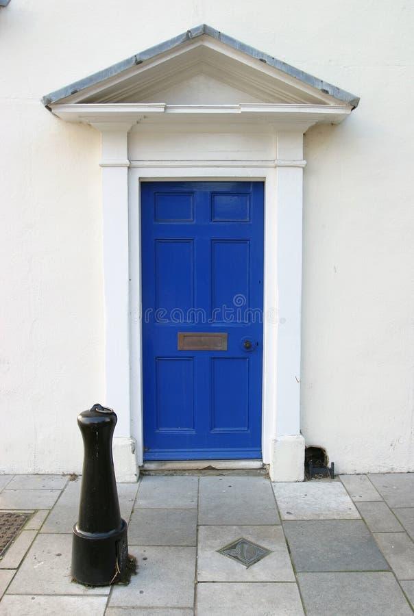 niebieskie drzwi przed georgian fotografia stock