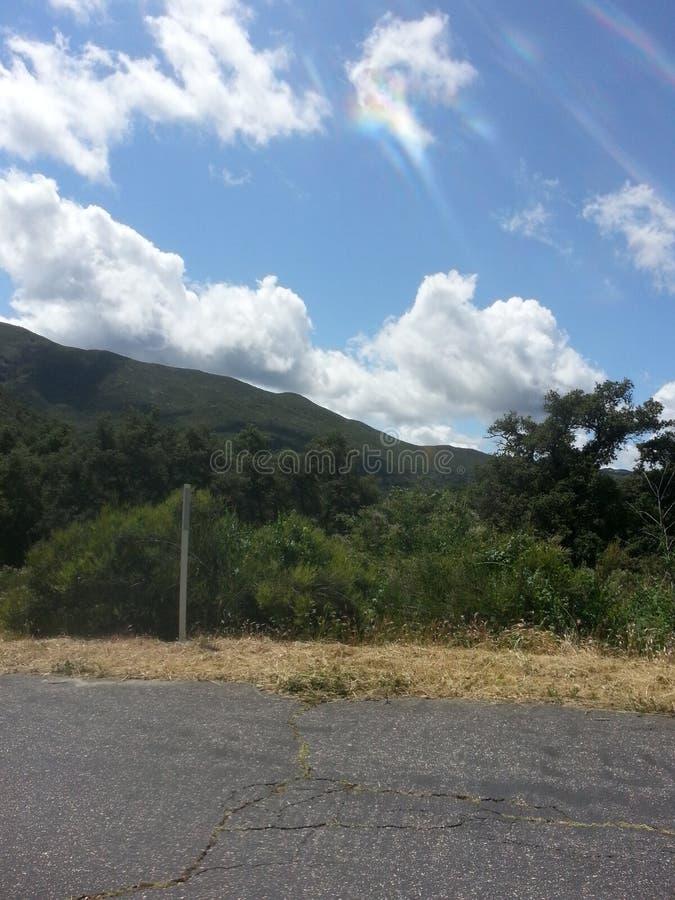 Niebieskie nieba i góry zdjęcie royalty free