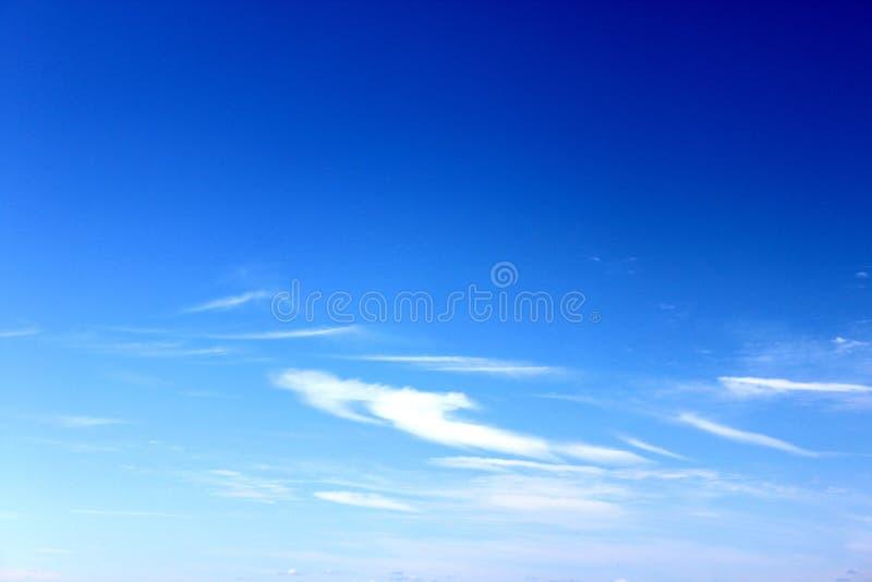 Download Niebieskie niebo obraz stock. Obraz złożonej z nieba - 13121153
