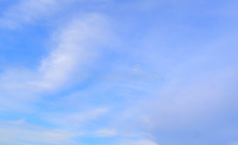 niebieskie niebo zdjęcia stock