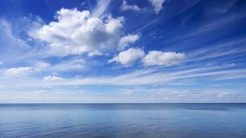niebieskie niebo zdjęcie stock