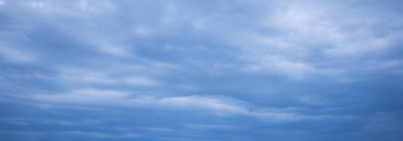 Download Niebieskie Niebo Burzy Chmura Obraz Stock - Obraz złożonej z abstrakt, piękny: 106908495