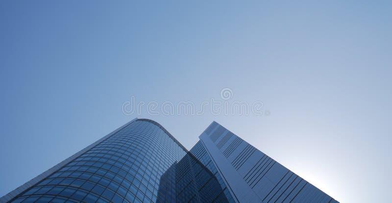 niebieskie niebo drapacz chmur obraz stock