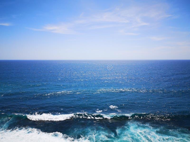 Niebieskie niebo i białe chmury Bali zdjęcia stock