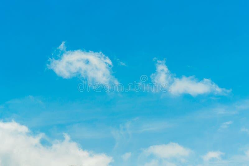 Niebieskie niebo i chmurny obrazy royalty free