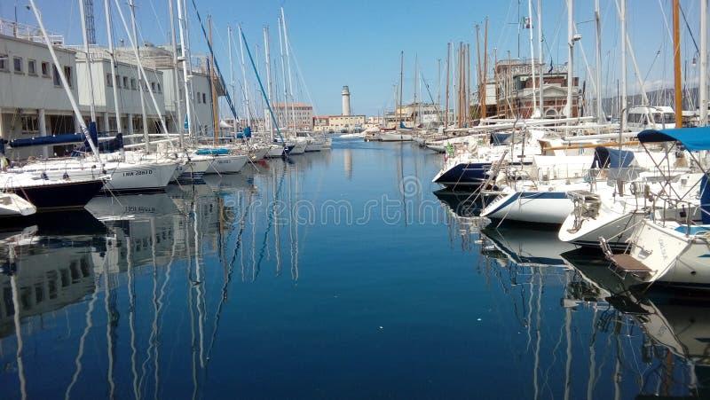 Niebieskie niebo i morze, Trieste, Włochy obrazy royalty free