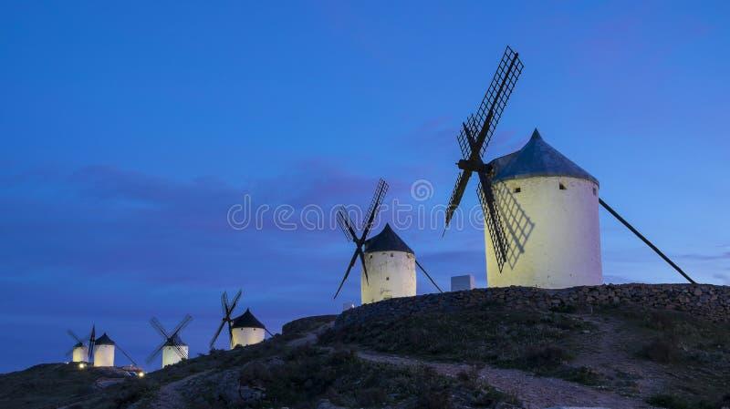 Niebieskie niebo i wiatraczki w tle zdjęcia royalty free