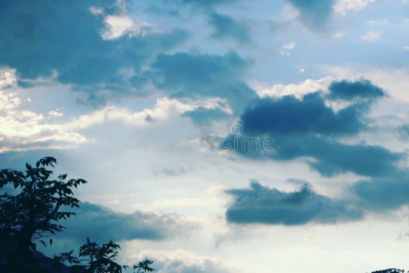 Niebieskie niebo Indiański subkontynent zdjęcie stock