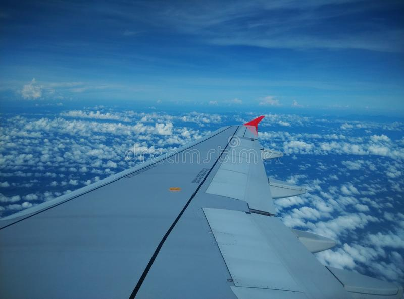 Niebieskie niebo na samolocie zdjęcia royalty free