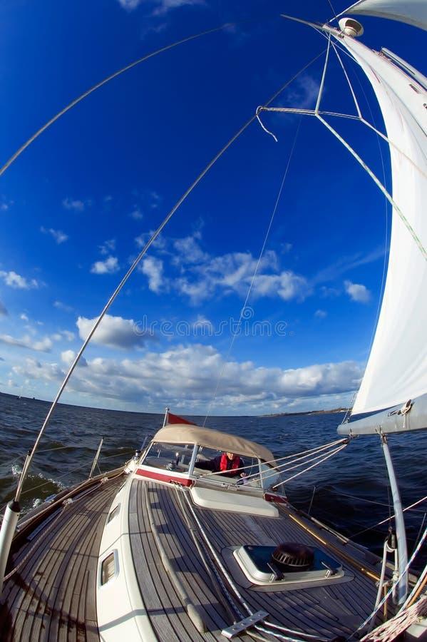niebieskie niebo rejsów zdjęcia royalty free