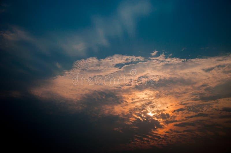 Niebieskie niebo z chmurą w ranku fotografia royalty free