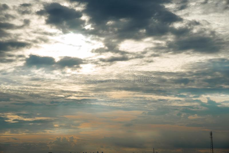 Niebieskie niebo, zmierzchu niebo obraz stock