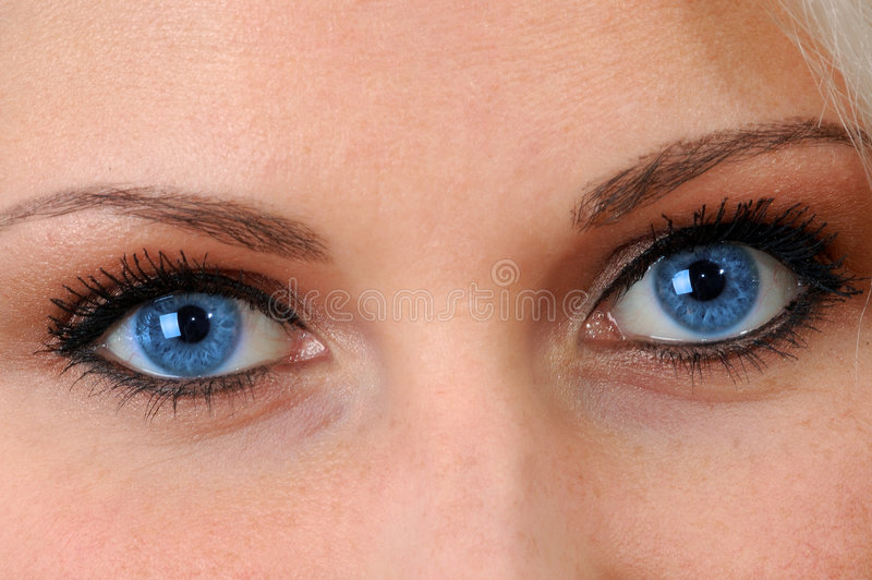 niebieskie oczy odzwierciedlają duszę zdjęcie stock