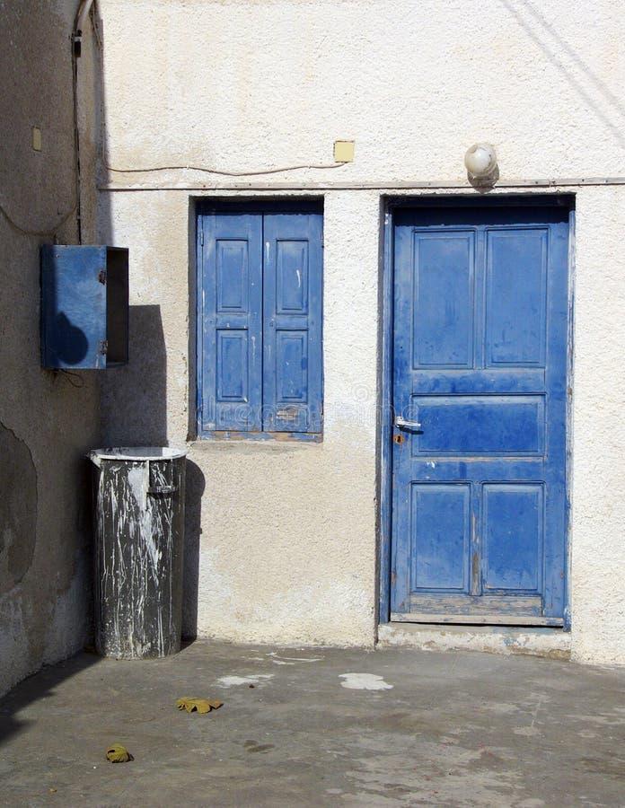 niebieskie okno drzwi obraz stock