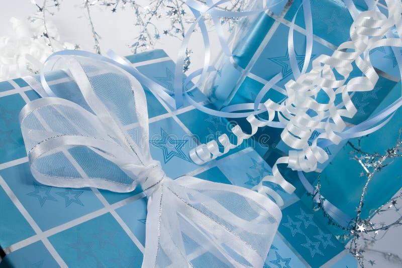 niebieskie poziome prezent zdjęcie royalty free