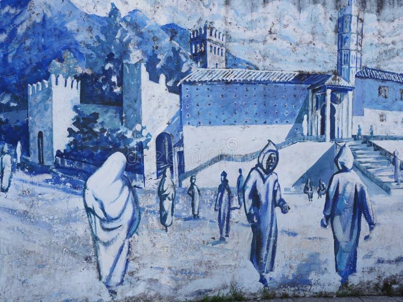 Niebieskie zdjęcie na ścianie na ulicy na centralnym placu w african Chefchaouen town w Maroku w ciepłym, słonecznym letnim dn obrazy stock