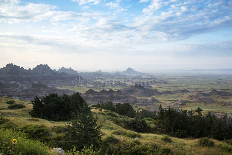 Niebla Cliff Shelf Nature Trail, Badlands, Dako del sur de la madrugada foto de archivo libre de regalías