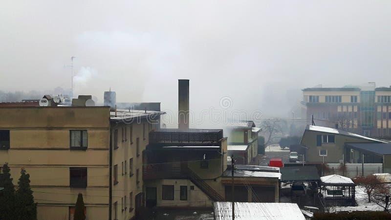 Niebla con humo en la ciudad fotos de archivo libres de regalías