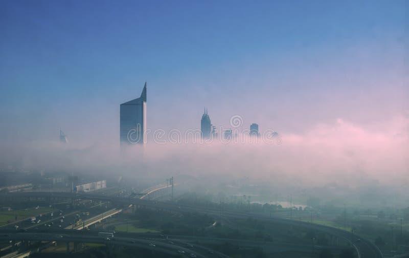 Niebla de la ciudad de Dubai por la mañana fotografía de archivo