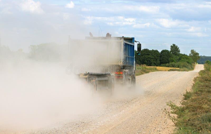 Niebla del polvo en la carretera nacional fotos de archivo