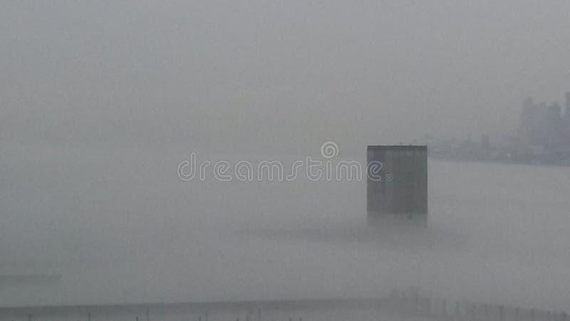 Niebla del río de New York City fotografía de archivo libre de regalías